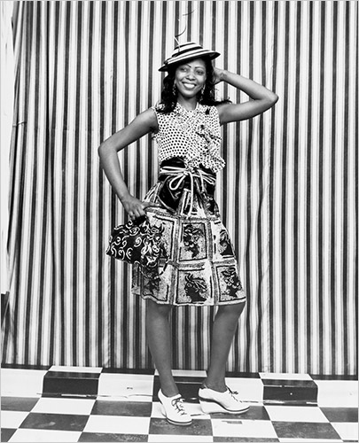 Blouse: Oscar de la Renta Skirt&Bag:Miu Miu Sash: Marc Jacobs Shoes:Cole Haan Hat: Philip Reacy