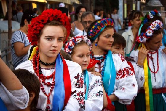 Ukrainian_girls_wearing_vyshyvankas_at_the_Independence_Day_celebration